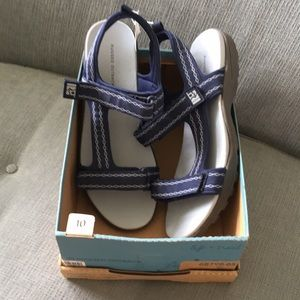NWT Rugged Outback Sandals